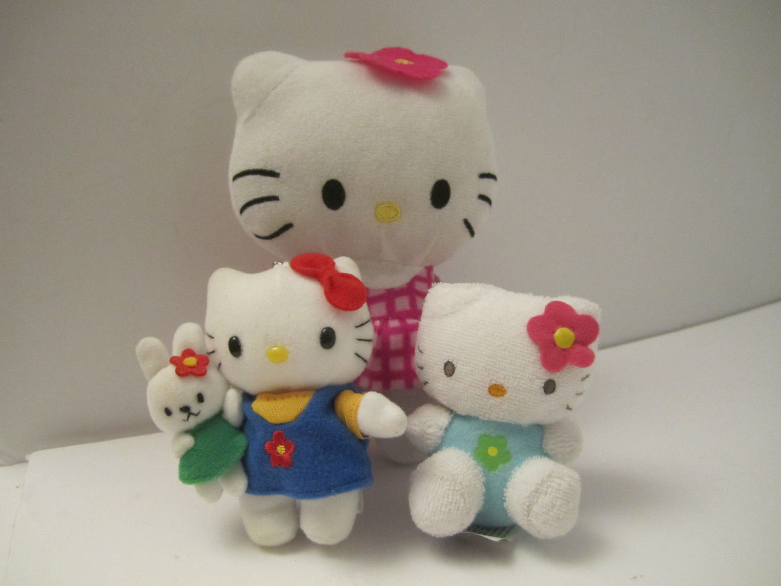 CUTE Trio of Small Plush Hello Kitty Sanrio Stuffed Cat Animal Toys NM Pre-Owned
