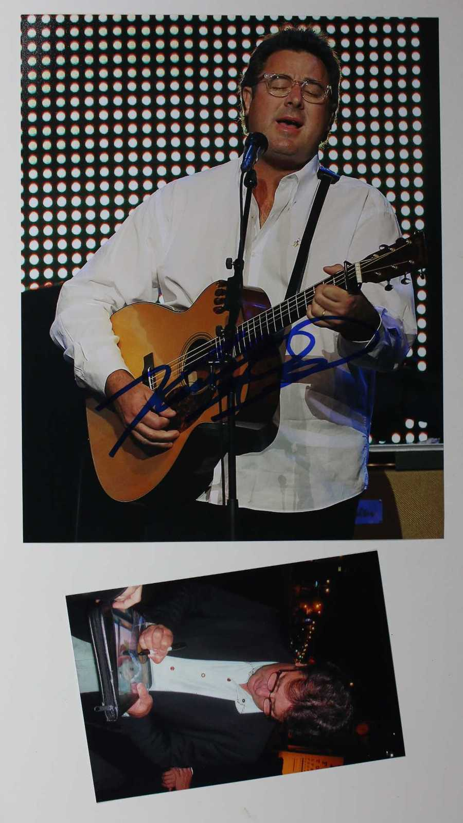 Primary image for Vince Gill Signed Autographed Glossy 8x10 Photo w/ Proof Photo