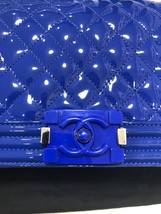 AUTHENTIC CHANEL BLuE PATENT QUILTED LEATHER PLEXIGLASS MEDIUM BOY FLAP BAG SHW image 6