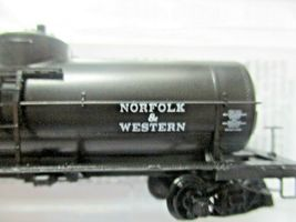 Micro-Trains # 06500266 Norfolk & Wester 39' Single Dome Tank N-Scale image 3