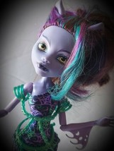 Monster High Great Scarrier Reef Glowsome Ghoulfish Clawdeen Wolf Doll  - $29.69