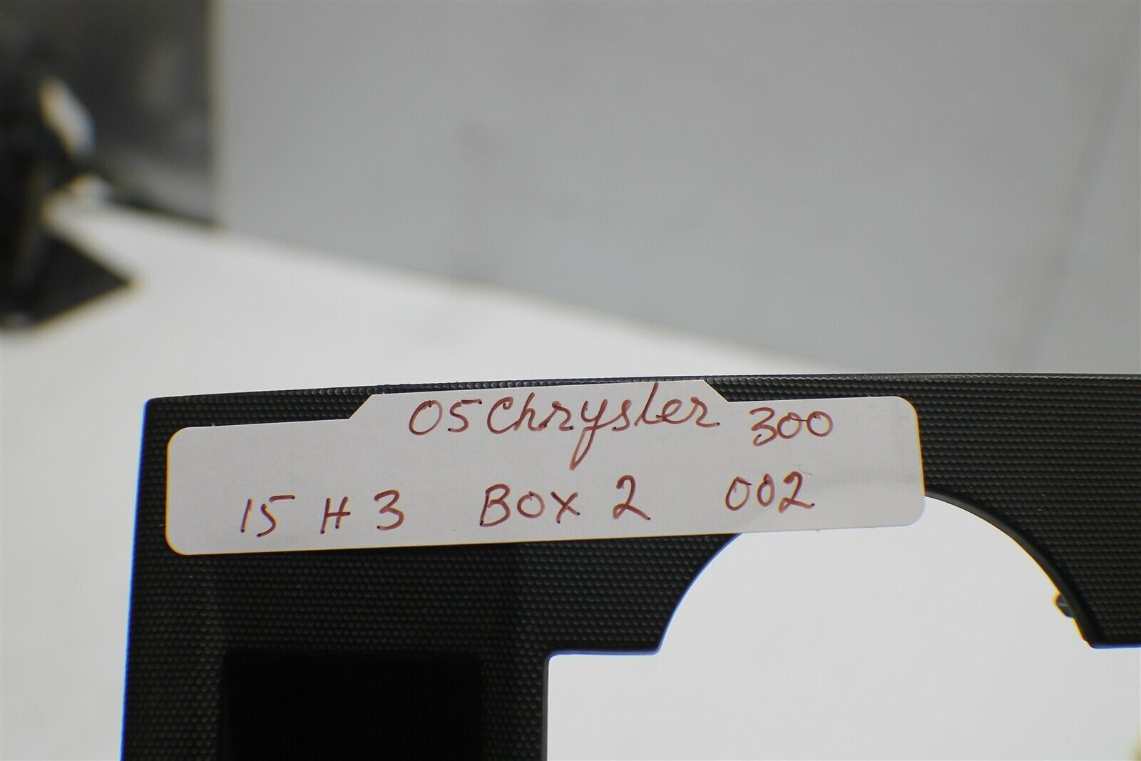 2007 Chrysler 300 Center Dash Radio Trim Bezel Clock Vents 1087510 2 02 15H3