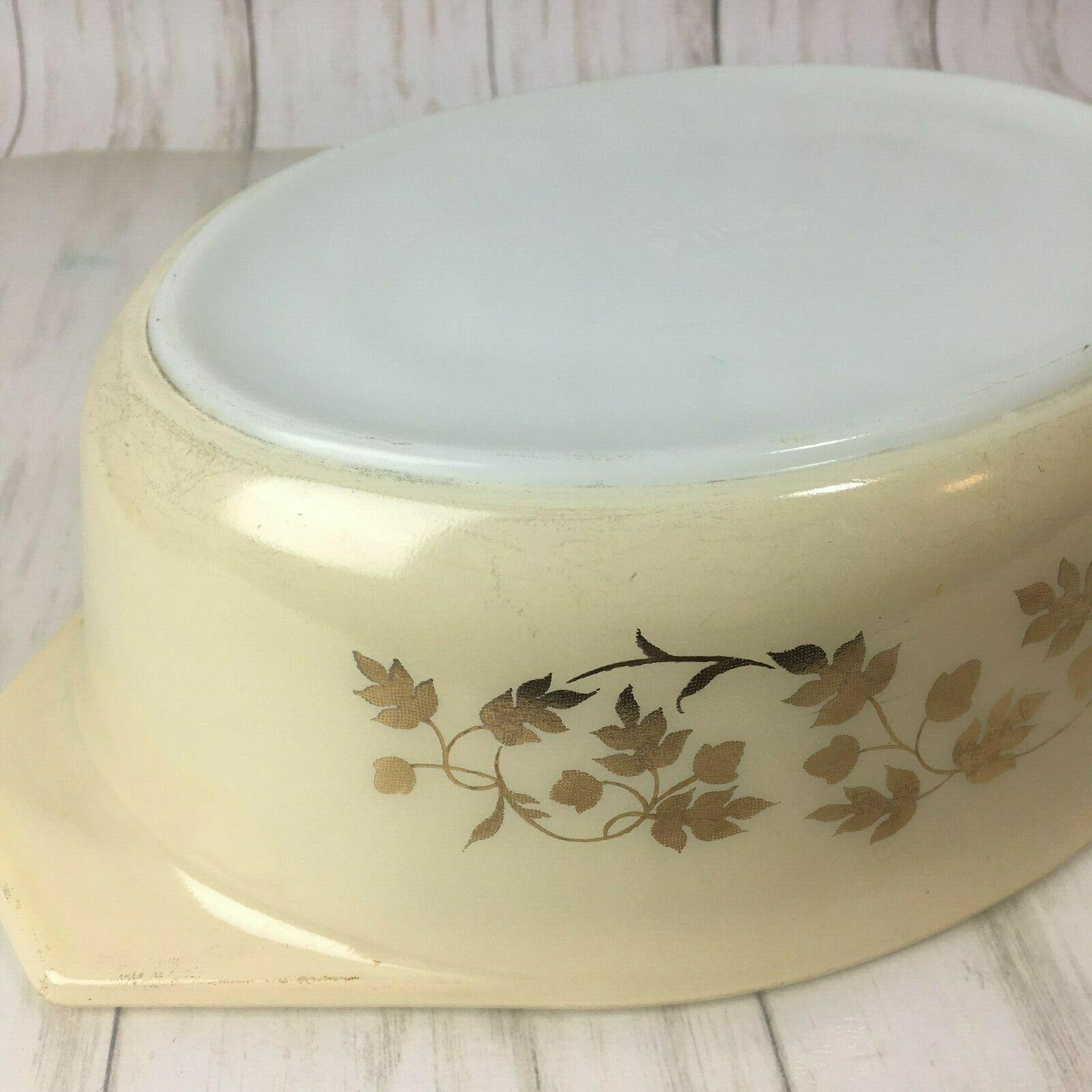 Vintage  Pyrex Golden Acorn Oval Casserole Dish 2 1/5 qt  045