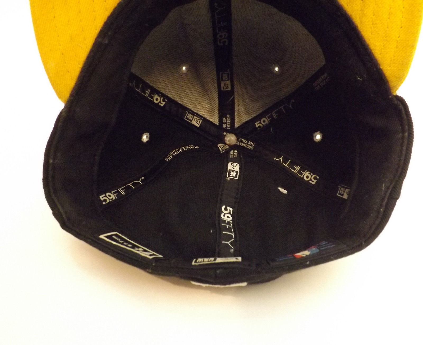 NY Yankees 59Fifty New Era Fitted Cap Hat Size 7 1/4 7.25 Black Gold Yellow
