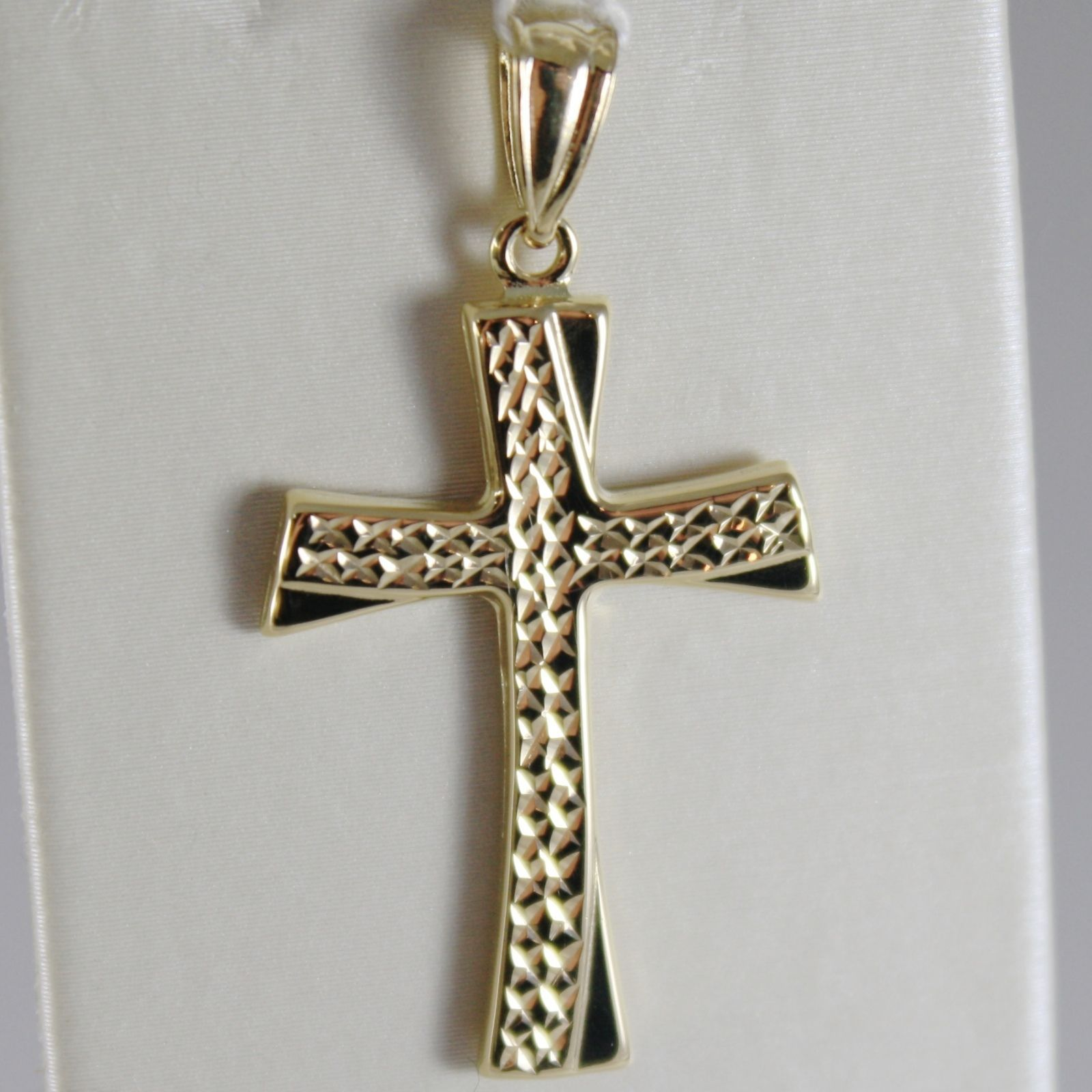 18K YELLOW GOLD CROSS, FINELY WORKED, BRIGHT, LUMINOUS 1.38 INCHES MADE IN ITALY