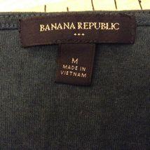 Banana Republic Light Weight V-Neck Short Sleeve Shirt Sz M image 5
