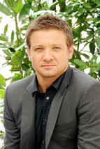 Jeremy Renner Shoot For The Bourne Legacy 18x24 Poster - $23.99