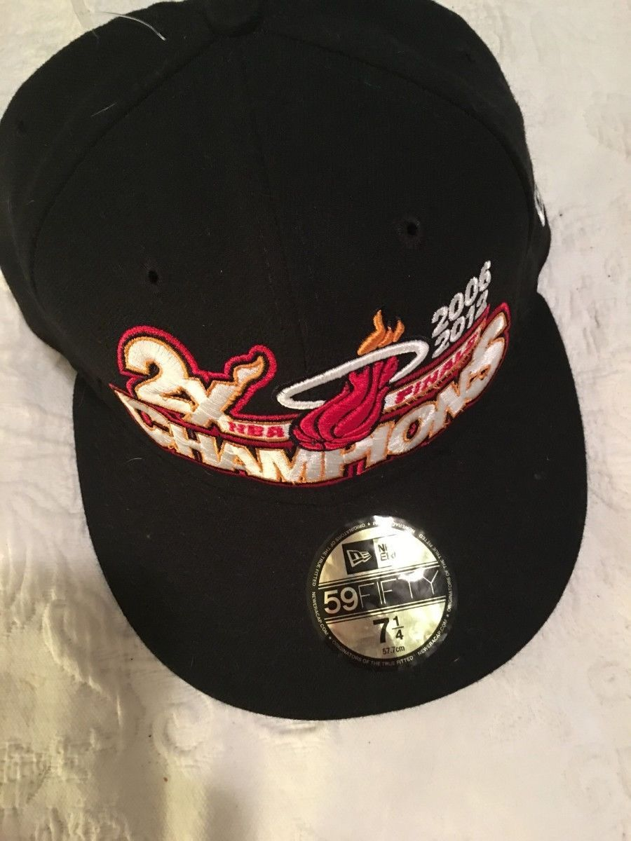 *NEW*  NEW ERA BALL CAP / HAT   SZ  7 1/4  NBA FINALS CHAMPIONS MIAMI  HEAT-RARE