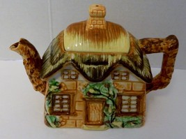 Maruto Mu Ware Cottage Tea Pot with Thatched Roof Made in Occupied Japan - $39.59