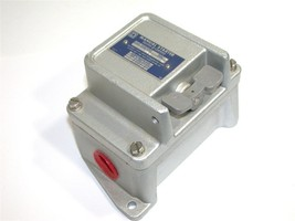 NEW SQUARE D CLASS 2510 FHP MANUAL STARTER FW-8 - $149.00