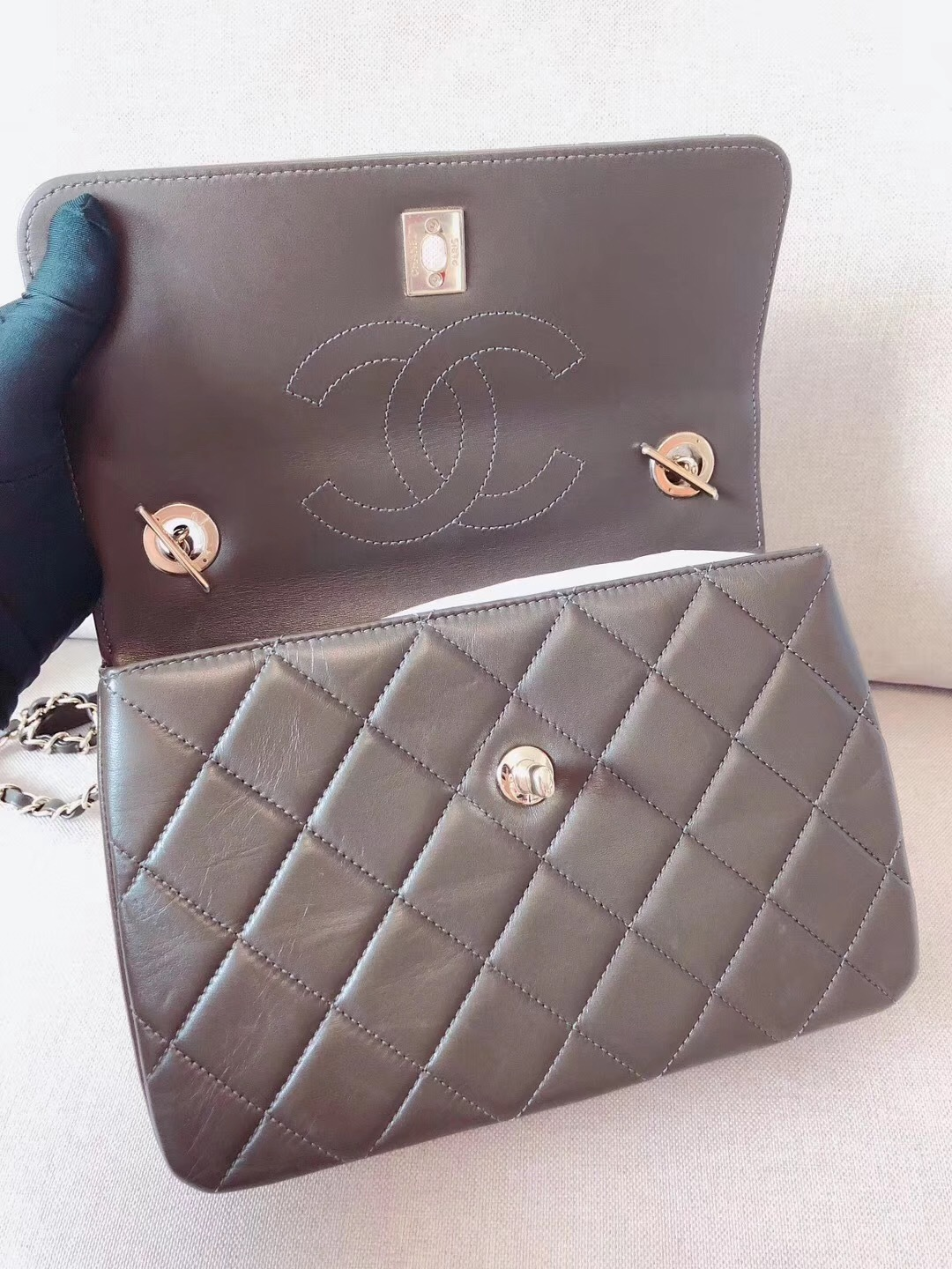 AUTHENTIC CHANEL QUILTED LAMBSKIN TRENDY CC 2 WAY HANDLE FLAP BAG GHW image 5
