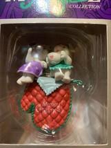 Vintage Mistletoe Magic Collection 1996 Mice On Hot Mitt, Christmas Orna... - $18.42