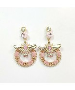 E0393 Gold Tone Base Pink Fabric Deco Bumble Bee Design Circle Shape Ear... - $9.99