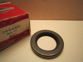 GENUINE Briggs And Stratton Model Oil Seal 299609 691948  NEW*B842615 NOS - $4.99