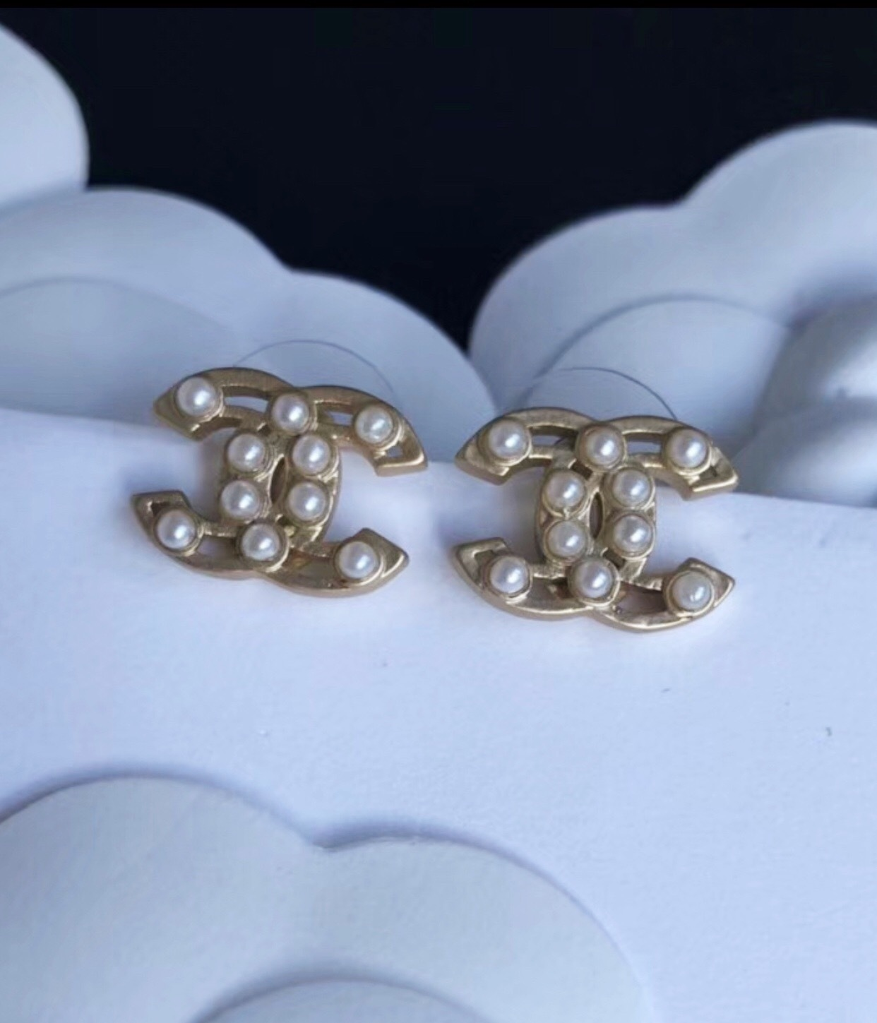 100% AUTHENTIC CHANEL Classic Gold Pearl CC Logo Stud Earrings