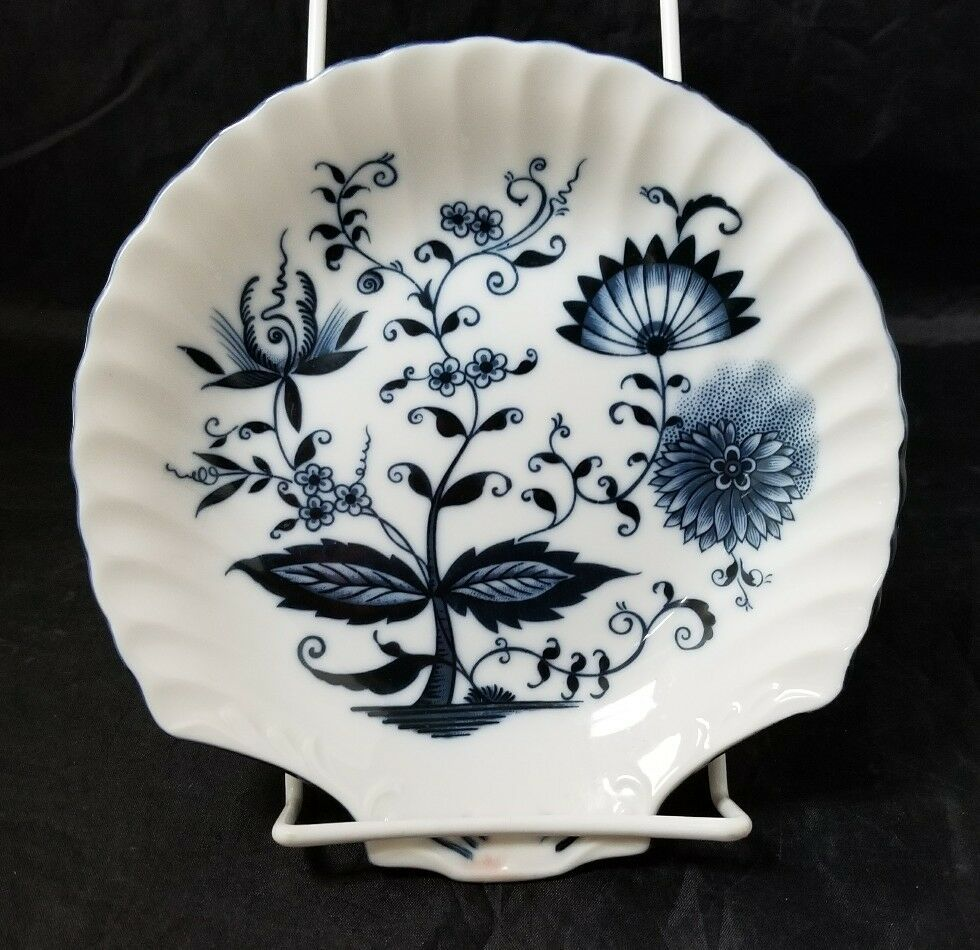 """Blue Onion Scallop Shell Bowls Set of 4 Clam Shell Plates 7""""×7"""" White, Swords"""