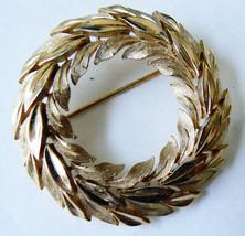 Vtg Trifari Gold Tone Leaf Wreath Pin Brooch - $31.64