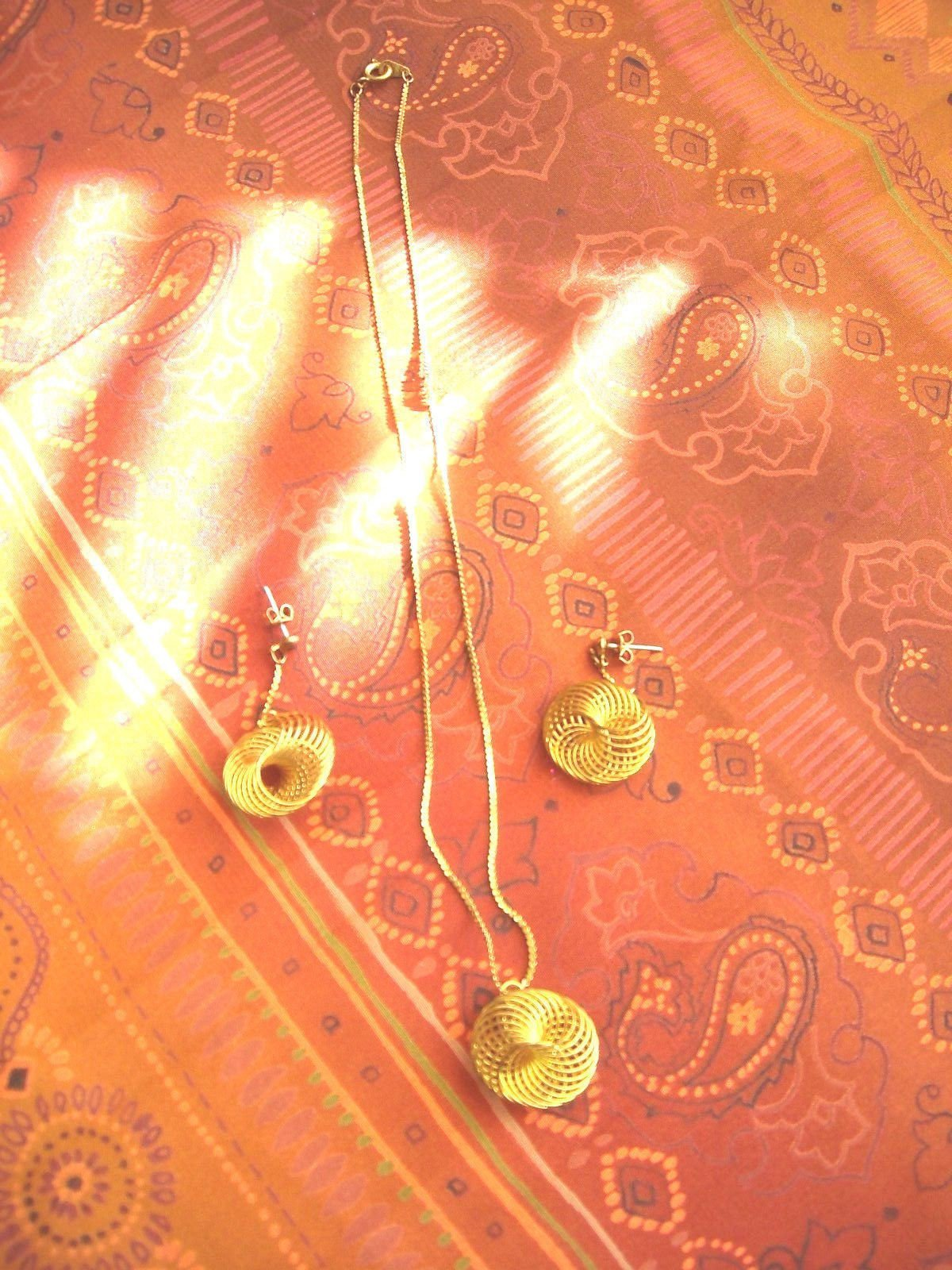 Vintage Gold Tone Necklace And Post Earring Set Wire Circles Marked KOREA