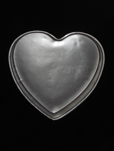 "Wilton Cake Pan HEART large 12"" 502-1298 Preowned - $10.95"