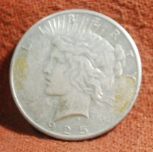 1925 US American Very Fine Silver Peace Dollar - $19.00