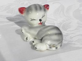 Vint Gray & White Str Ceramic Pottery Sleeping/Grooming Cat/Kitten w/Clo... - $7.99
