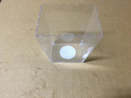 "Amscan 1 Count 6"" Scalloped Container, Medium, Clear Perfect for parties... - $6.92"