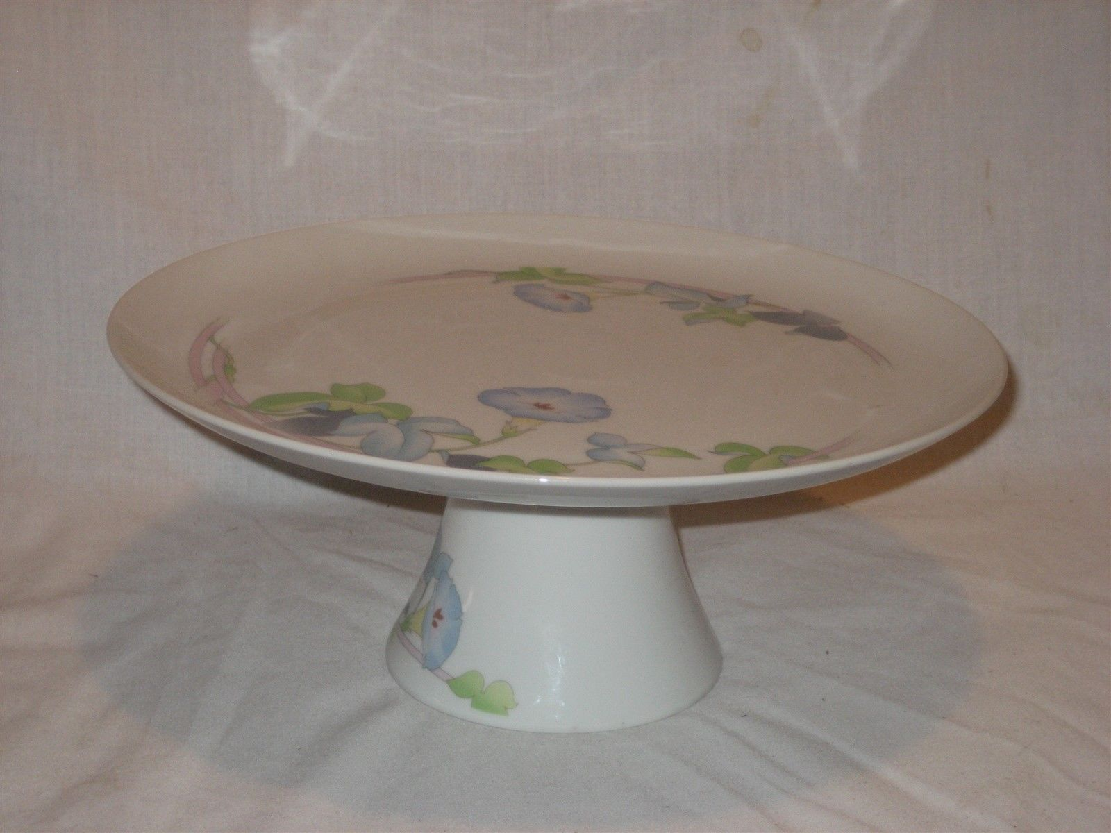 Westbury The Toscany Collection White Pedestal Cake Platter Serving Tray Japan - $18.65