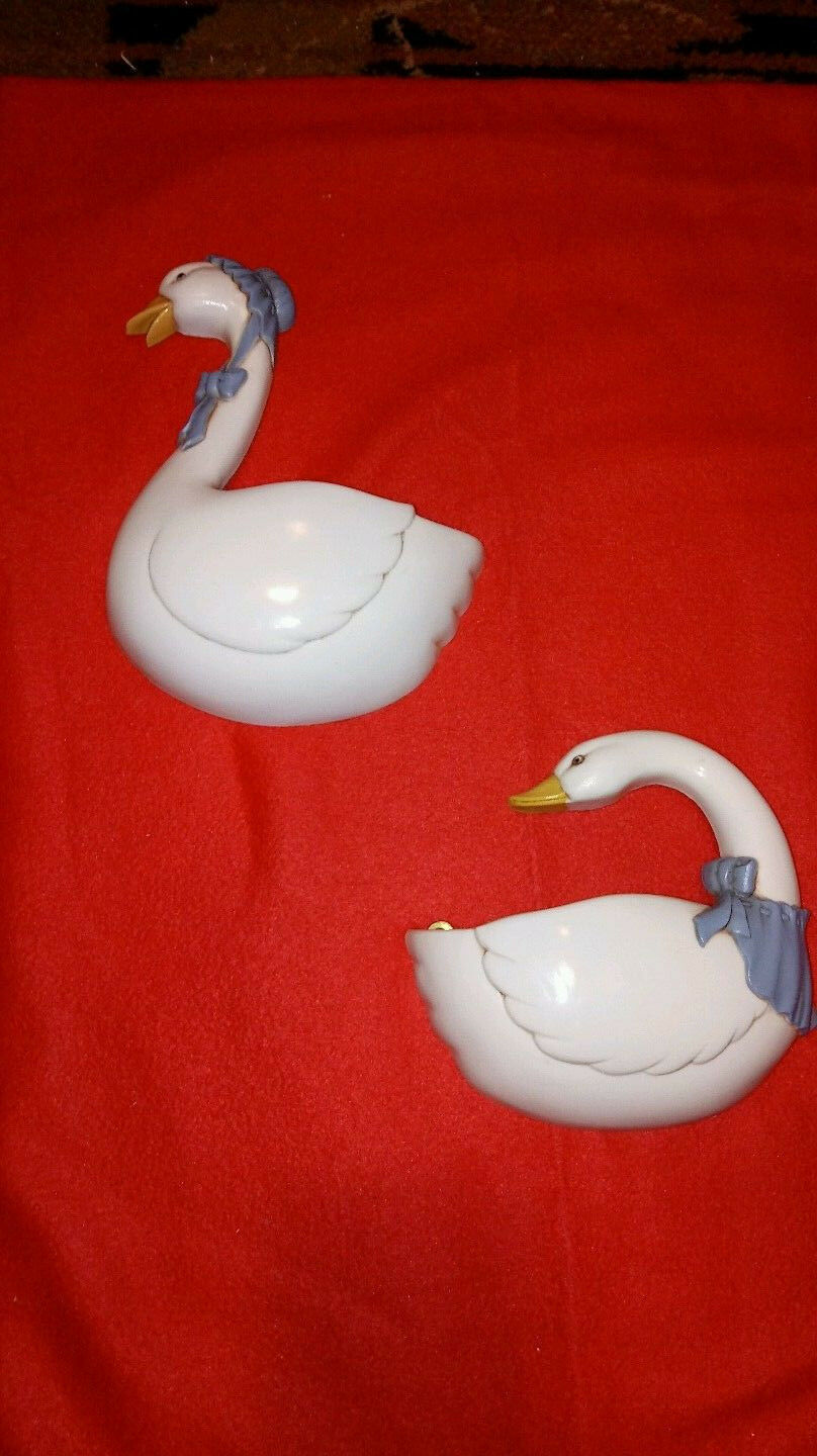 VINTAGE HOME INTERIOR WHITE WITH BLUE DUCKS SYROCO SET OF 2 PLANTERS