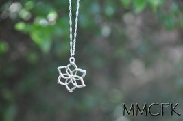 Galadriel Flower Necklace US Seller - $6.99