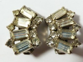 VINTAGE DECO SILVER TONE CLEAR CRYSTAL RHINESTONE CLIP EARRINGS - $25.74