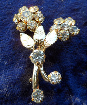 Vintage flower leaf gold tone petite flower brooch pin clear rhinestones... - $18.00