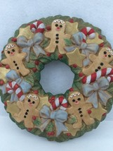 Ceramic Christmas Wreath Gingerbread Men Candy Canes Holly Berries Bows ... - €15,18 EUR