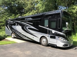 2015 Tiffin Phaeton 40QBH w/4 Slides For Sale In Machesney Park, IL 61115 image 1