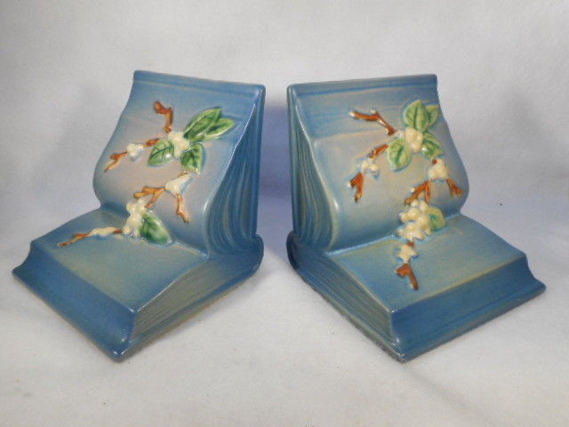 Pair Vintage Blue Roseville Snowberry Bookends 18-E
