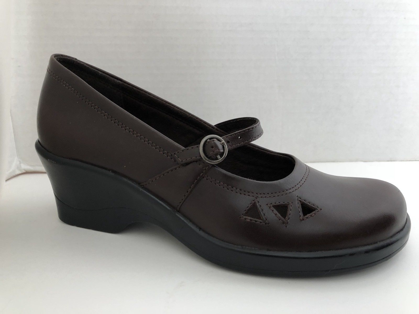 Clarks Shoes Womens Size 6.5 M Brown Mary Jane Loafers 6 1/2 M 70185 Brazil