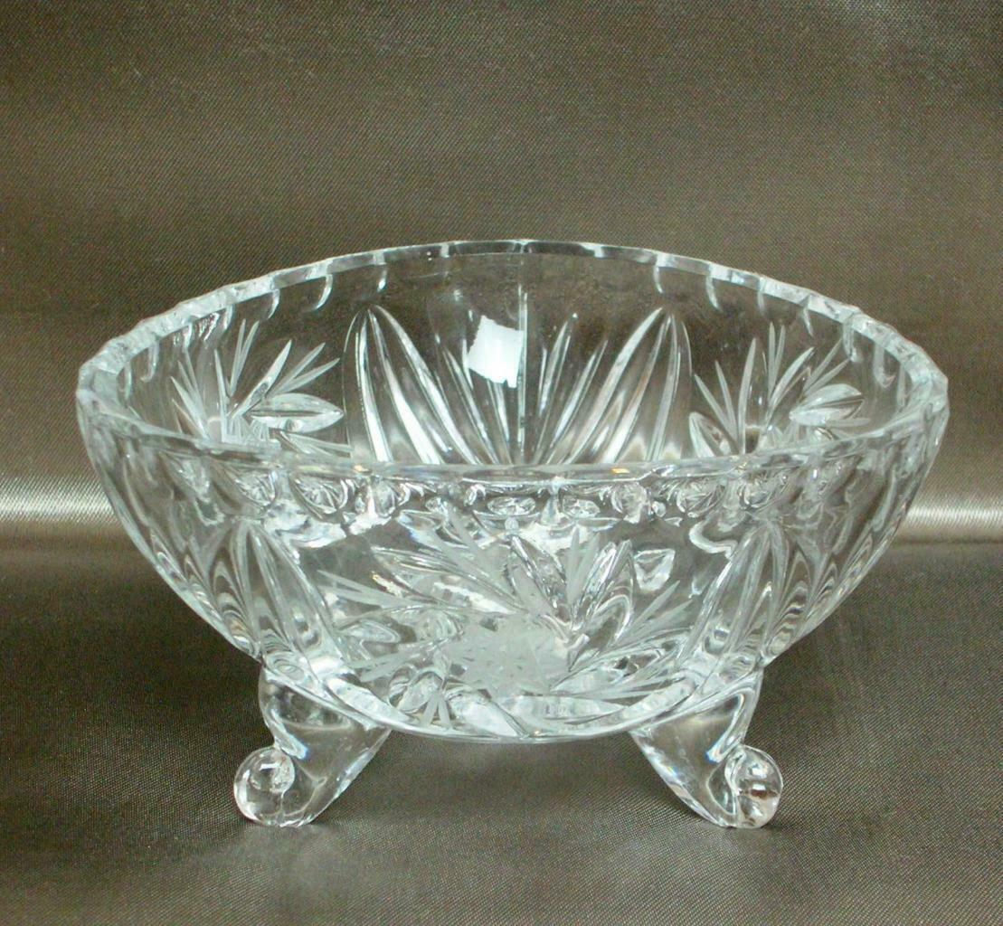 Primary image for Beautiful Vintage CRYSTAL PINWHEEL Design 3 Sided CANDY NUT or CONDIMENT DISH