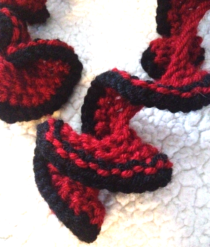Primary image for Handcrafted curled Red & Black retro vintage open knitted Rockabilly scarf NEW