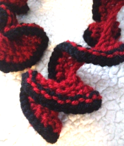 Handcrafted curled Red & Black retro vintage open knitted Rockabilly sca... - $2.99