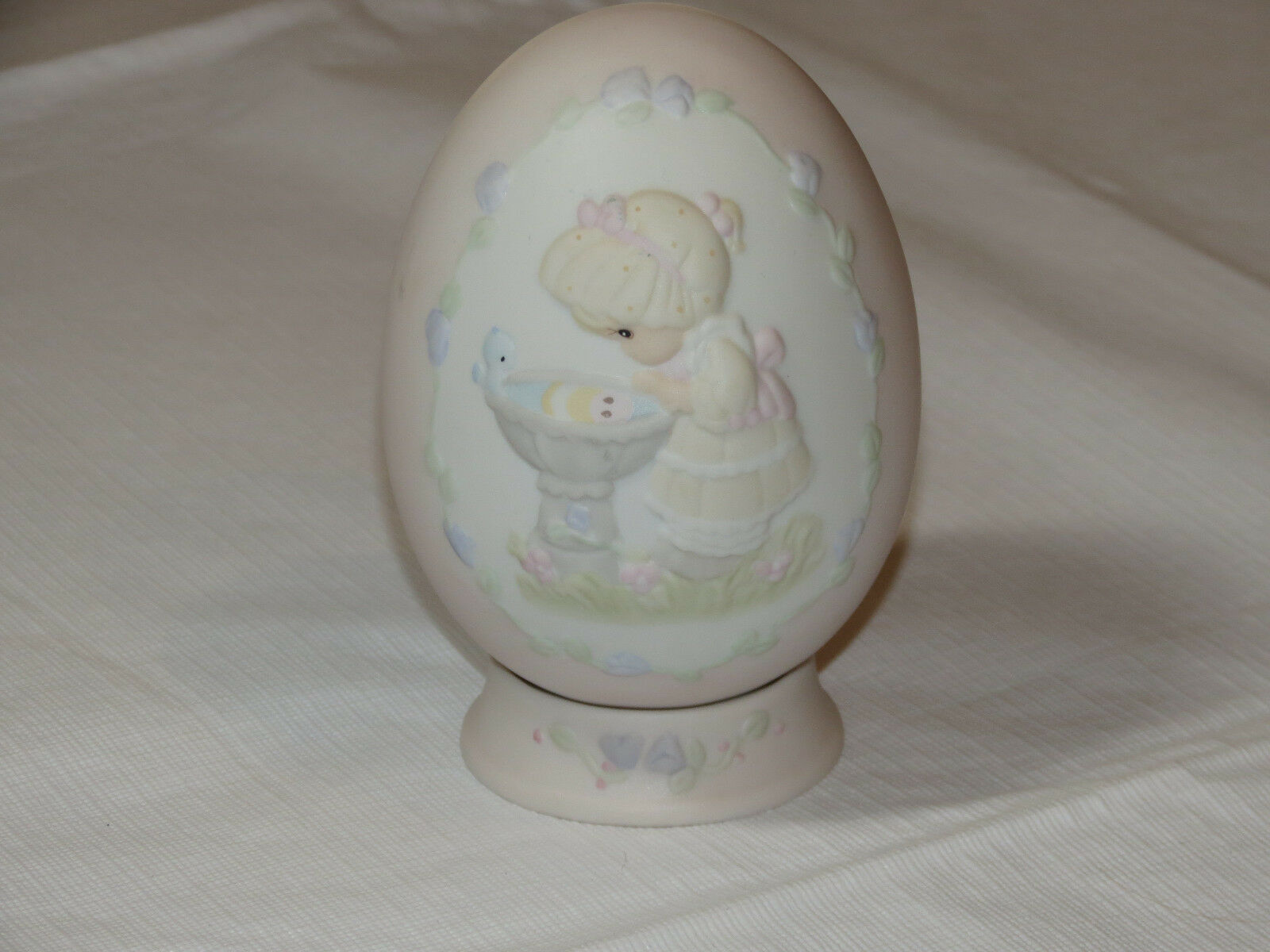 Precious Moments 529095 A Reflection of His Love egg with stand girl birdbath