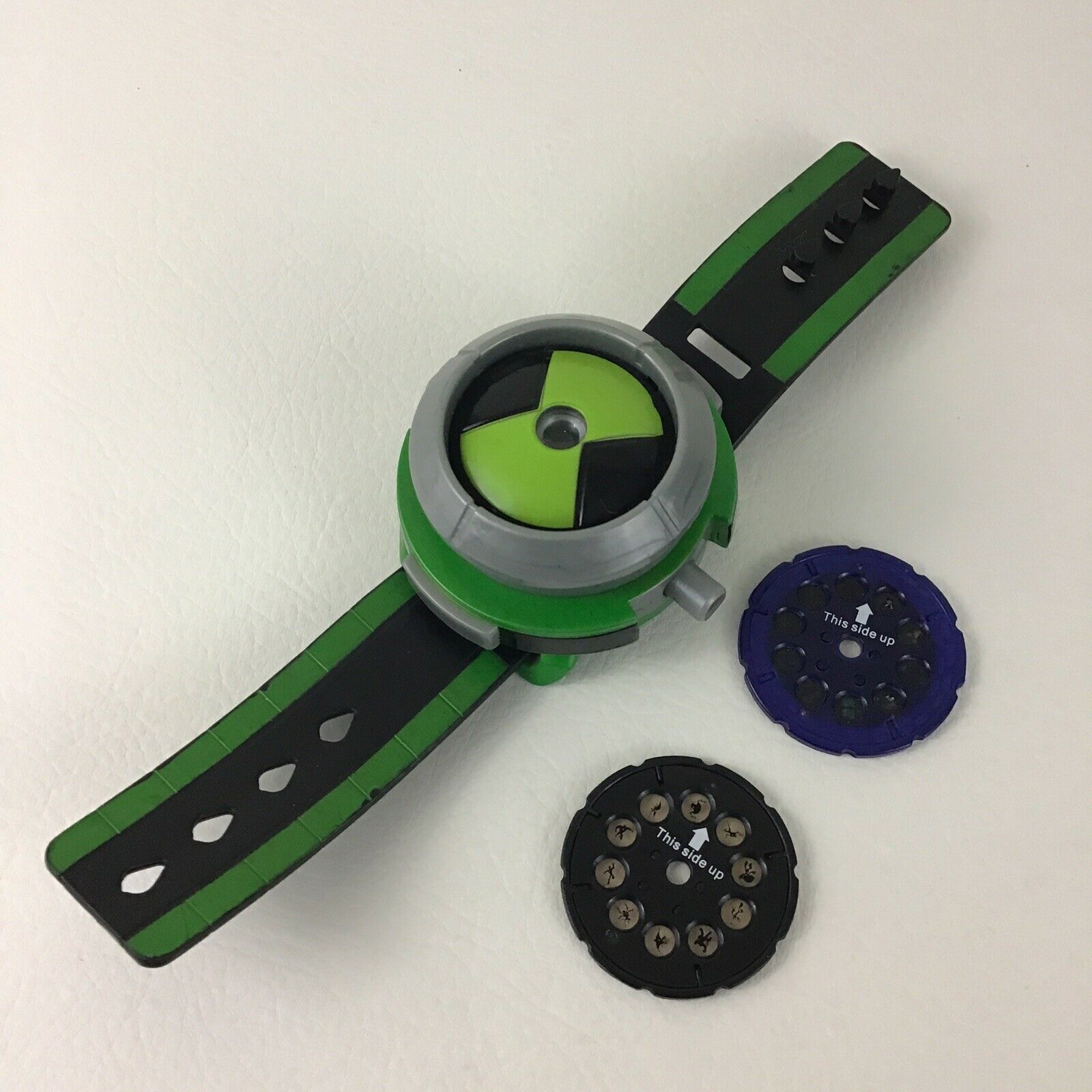 Ben 10 Projector Omnitrix Lights Toy Watch Discs Cartoon Network Bandai 2008 - $38.27