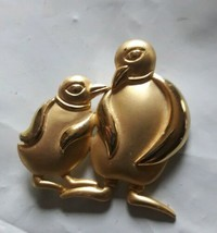 Signed CASUAL CORNER Vintage PENGUINS  BROOCH Pin Costume Jewelry - $12.86