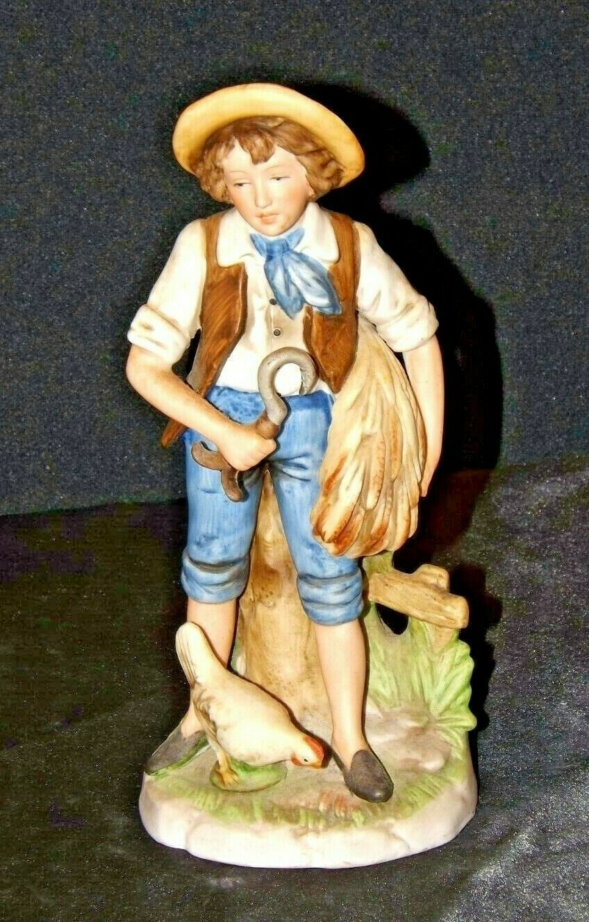 Boy feeding chicken Homco 8881 Figurine  AA19-1465 Vintage