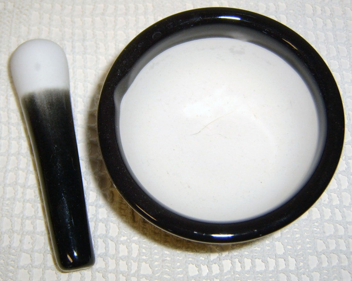 "3.5""  Porcelain Black & White MORTAR & PESTLE"