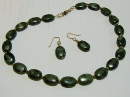 Vintage Oval Green Stone Beaded Necklace and Ea... - $18.70