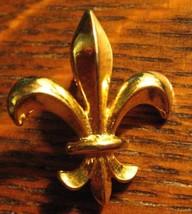 Fleur De Lys Lapel Pin - Vintage Gold Fleur De Lis Lily Iris Floral Fren... - $19.79