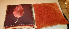 Pair of Beige Leaf Print Throw Pillows  16 x 16 - $1.123,67 MXN