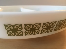 Vintage 60s Pyrex 1.5qt milk glass divided dish with square flower design