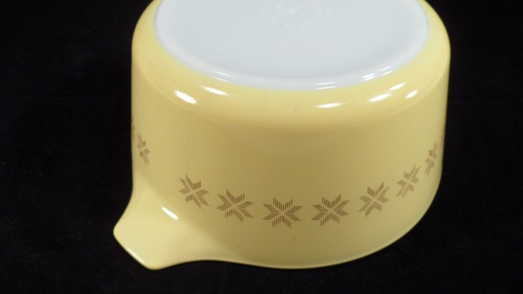 1960s Pyrex 474-B Yellow Town & Country Cross Stitch 1.5 Quart Casserole Dish