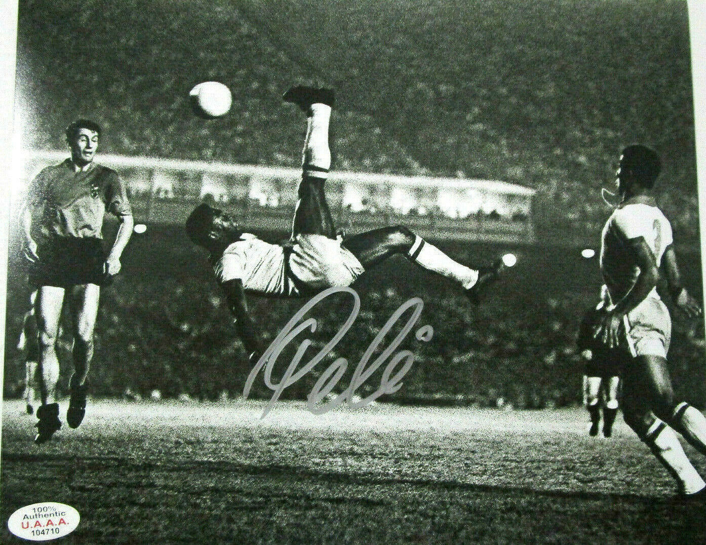 PELE / WORLD SOCCER LEGEND / AUTOGRAPHED 8X10 BLACK AND WHITE ACTION PHOTO / COA