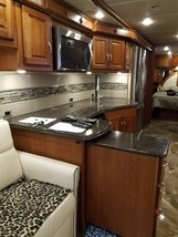 2017 WINNEBAGO JOURNEY 36M FOR SALE IN Muscatine, IA 52761 image 6